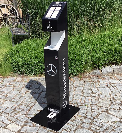 Brandované stojany Mercedes Benz ukázka celého stojanu pohled zepředu-novirusactive